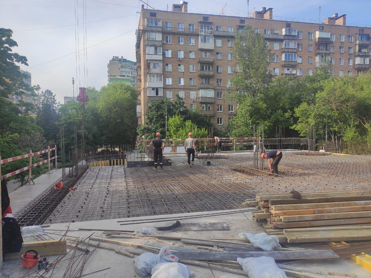 На Первомайском, по графику, идут работы по монолиту